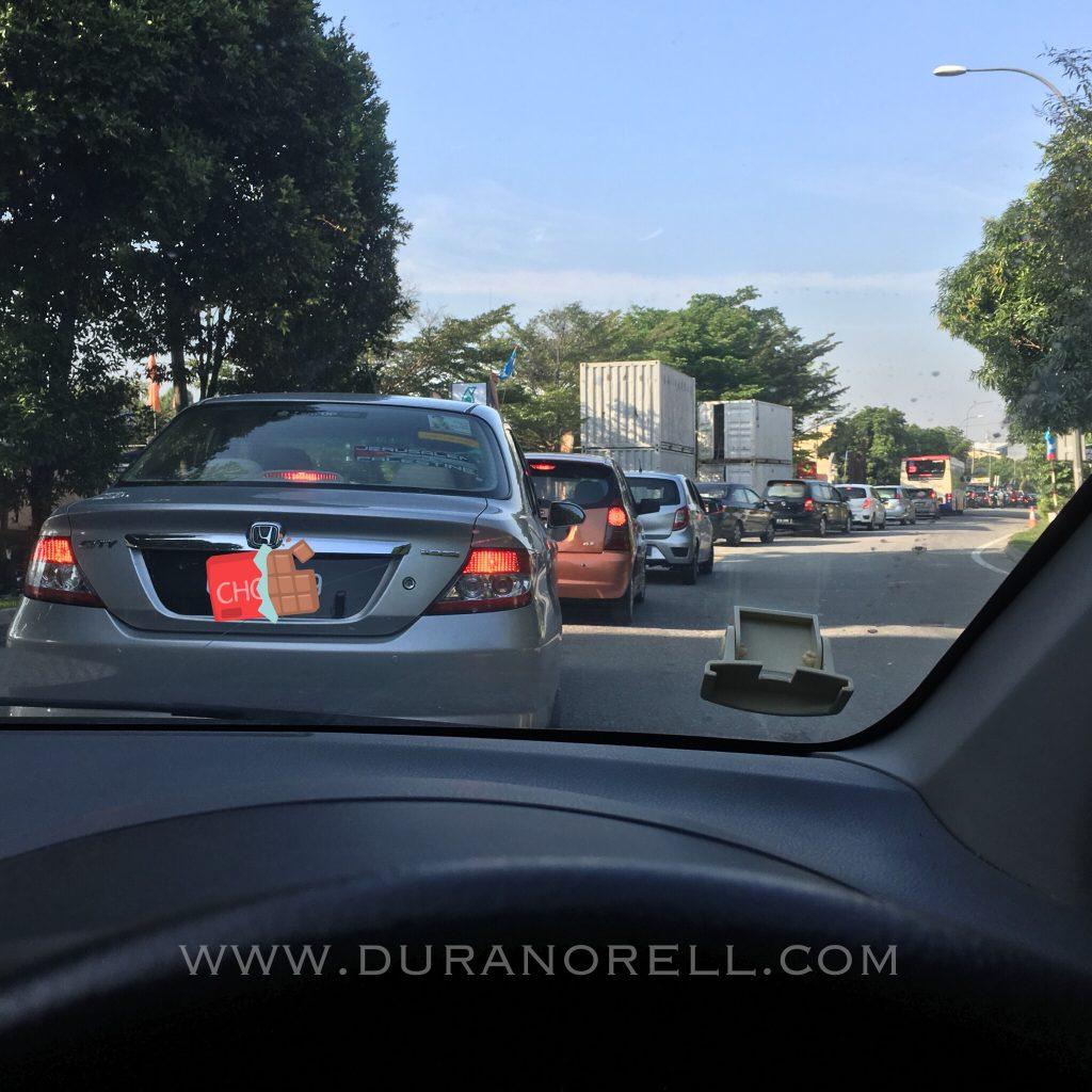 Paip pecah di highway MRR2